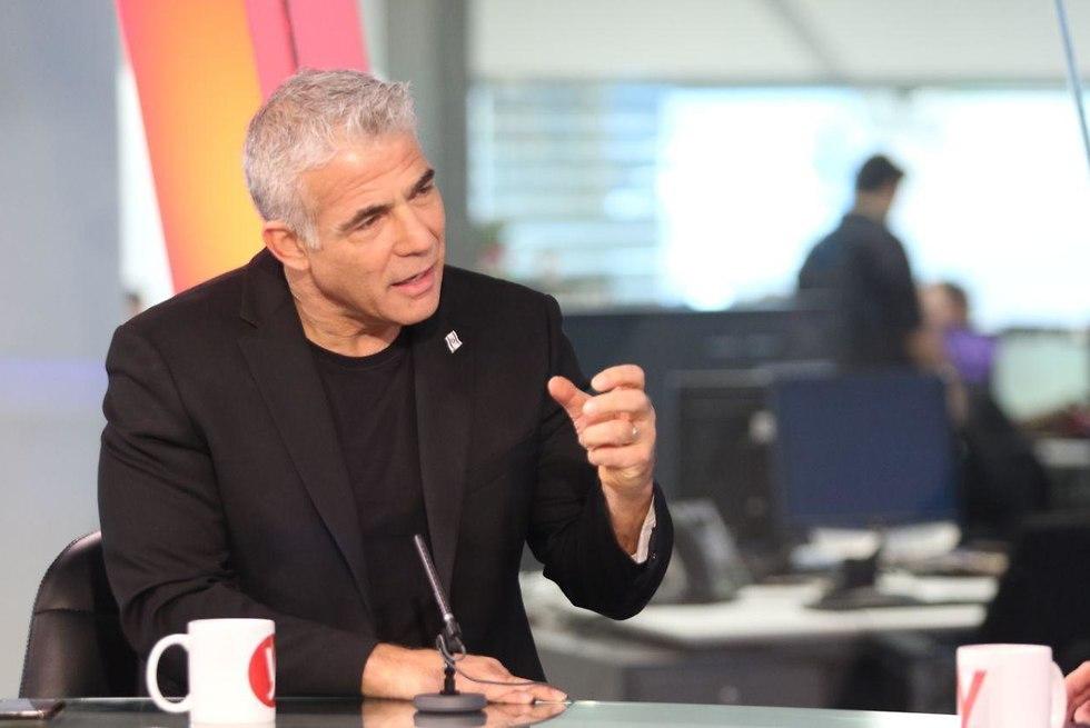 Яир Лапид в студии Ynet. Фото: Ави Муалем