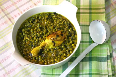 מרק אפונה קפואה עם עוף (צילום: אסנת לסטר)