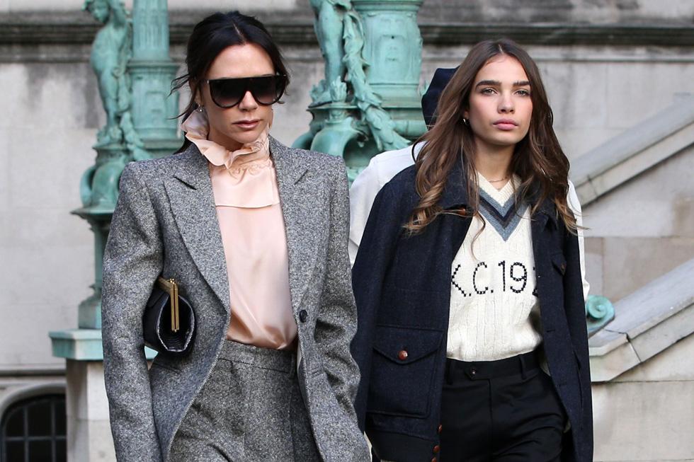 מבלות יחד בשבוע האופנה לגברים בלונדון. האנה קרוס עם ויקטוריה בקהאם (צילום: rex/asap creative)