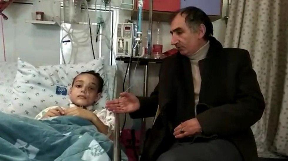 """Юсеф с отцом в больнице """"Хадасса"""". Фото: пресс-служба больницы"""