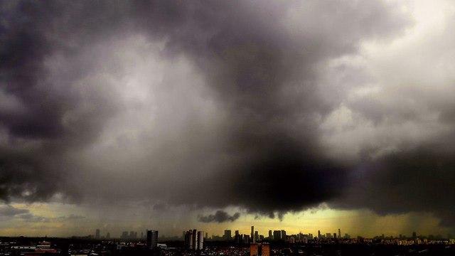 Дождевые облака над Тель-Авивом. Фото: Габи Беренштейн (Photo: Gabi Bernstein)