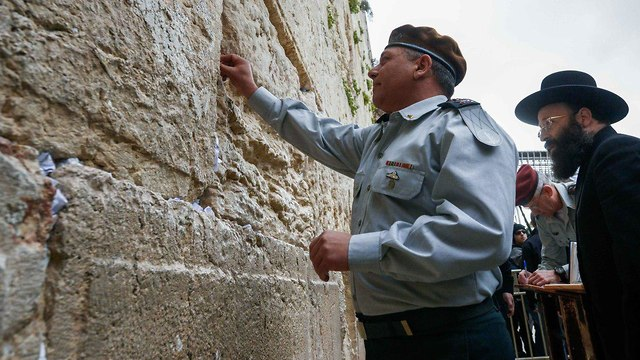 IDF Chief of Staff Lt. Gen. Gadi Eisenkot at the Western Wall on his first day in office (Photo: IDF Spokesman's Unit)