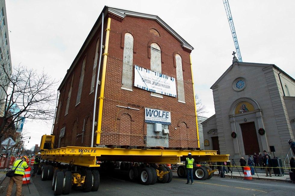 Перевозка здания синагоги в Вашингтоне. Фото: AP (Photo: AP)