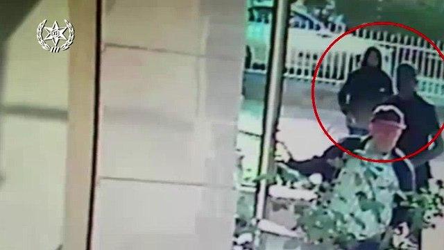 תיעוד פענוח שוד של קשיש בלוד (צילום: דוברות המשטרה)