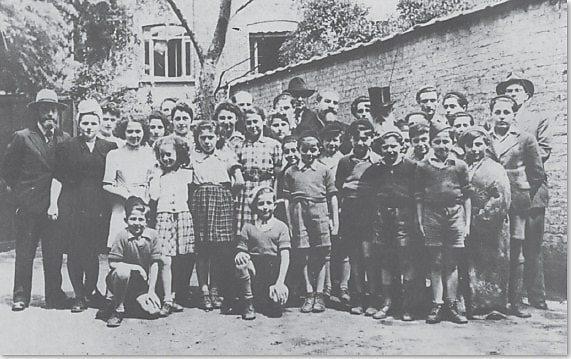 ילדים שחילץ הרב בחזית אחד המנזרים