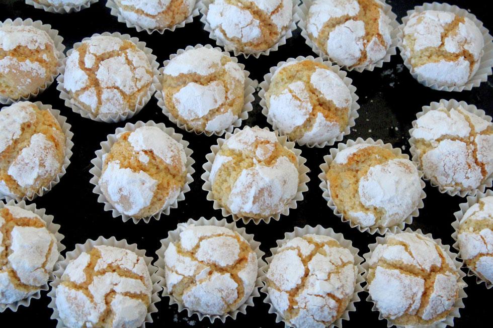עוגיות בוטנים מושלגות עם תפוזים וקינמון (צילום: דפנה אוסטר מיכאל)