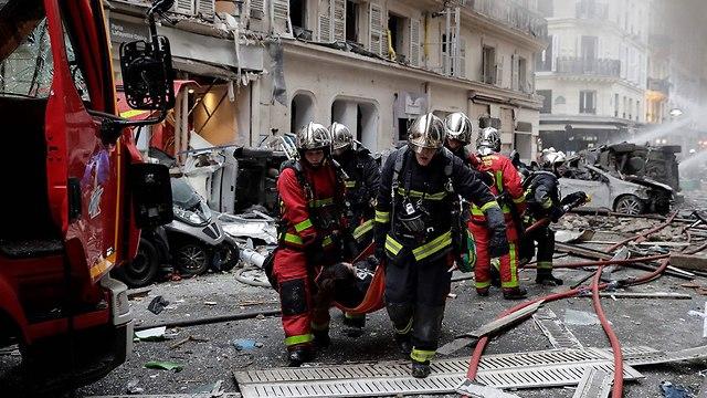 פיצוץ רובע 9 ב פריז צרפת (צילום: AFP)