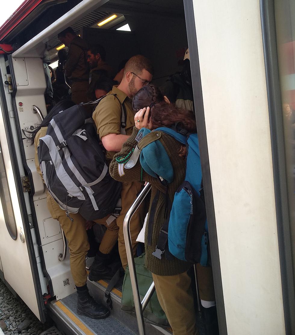עומסים רכבת נתניה (צילום: איתי אדר )