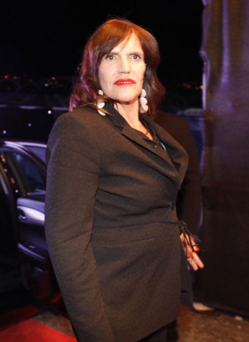 חליפה אלגנטית וליפסטיק אדום. נרי ליבנה (צילום: מיכה לובטון)