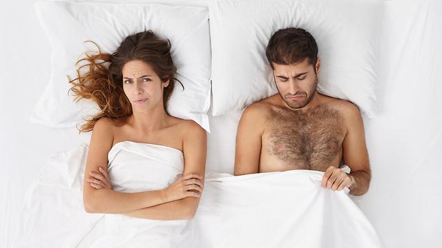 זוג מאוכזב במיטה (צילום: Shutterstock)