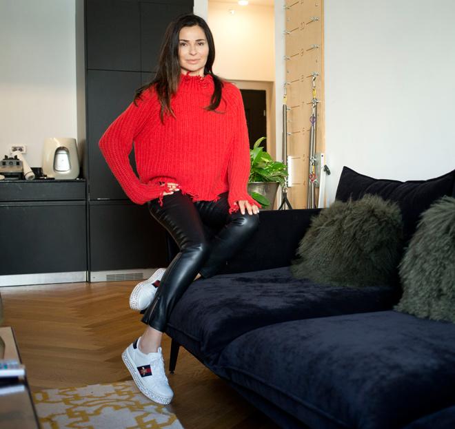 """ליאורה גולדברג מול המראה: """"אישה יפה רוצה להיראות כמו שמרגישה"""". לחצו על התמונה לכתבה המלאה (צילום: תומריקו)"""