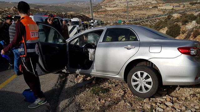 תאונת דרכים בין משאית לרכב פרטי על כביש 60 סמוך לכוכב יעקב (צילום: דוברות כבאות והצלה מחוז יו