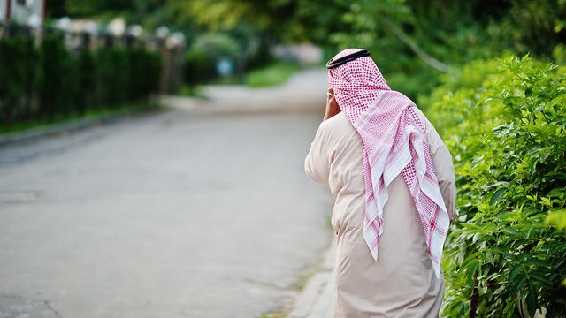גבר מוסלמי אילוסטרציה (צילום: shutterstock)