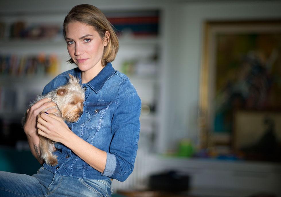 ג'ני צ'רוואני-מאנה (37), דוגמנית, מעצבת פנים ופרזנטורית של אריסטו שמט, אמא של אמילי (6) ואריאה (9 חודשים) (צילום: תומריקו)