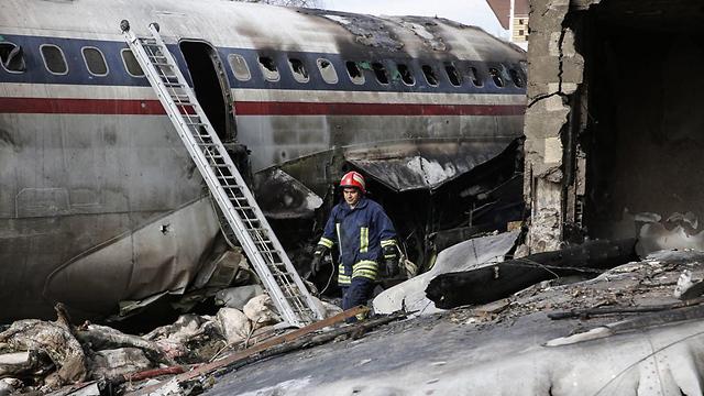איראן: 15 הרוגים וניצול בהתרסקות מטוס צבאי 9002687099084640360no