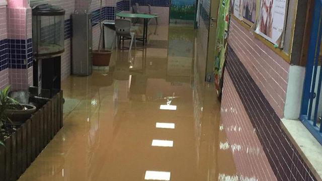 הצפה בבית הספר אלזהראא ()