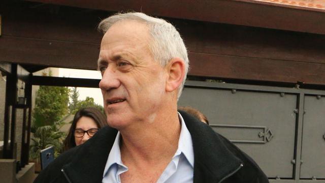 Бени Ганц выступает с заявлением в Рош ха-Аине 14 января. Фото: Моти Кимхи