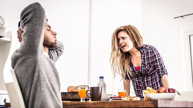 אילוסטרציה של מריבה זוגית אלימה (צילום: Shutterstock)