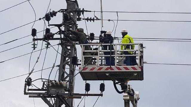 צוותי חברת החשמל נערכים (צילום: יוסי וייס)