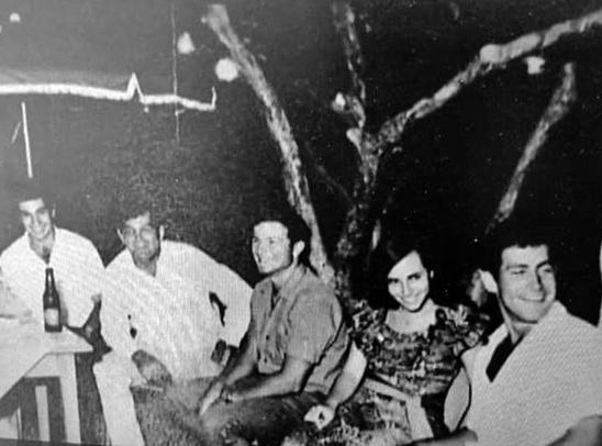 היו ימים. נתניהו (ראשון מימין) ודניאלי (משמאל)