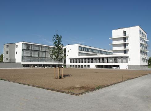האטרקציה העיקרית בעיר, שהיא תחנת חובה באדריכלות העולמית, היא בית הספר ''באוהאוס'' עצמו, בתכנונו של ולטר גרופיוס (צילום: Shutterstock)