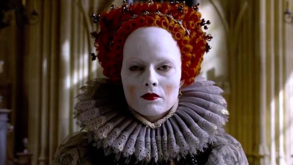 מרגו רובי בתור המלכה אילזבת' הראשונה. שלוש וחצי שעות כל יום ()