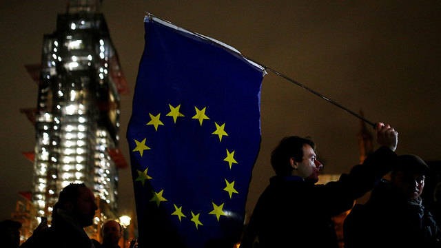 Protests over Brexit deal outside Parliament House, London (Photo: Reuters)