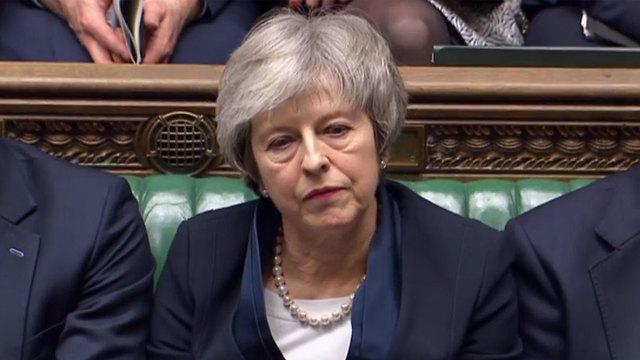 ראש ממשלת בריטניה תרזה מיי בנאום בבית הנבחרים הבריטי בהצבעה על הרקזיט (צילום: AFP, PRU)