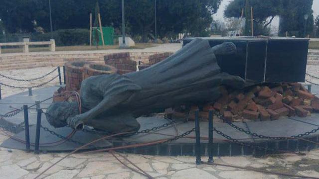 אנדרטת הר הבנים ברמת גן (צילום: דוברות המשטרה)