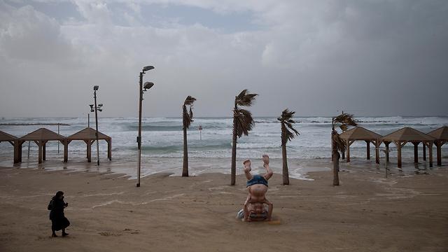 Пляж в Тель-Авиве. Фото: AP