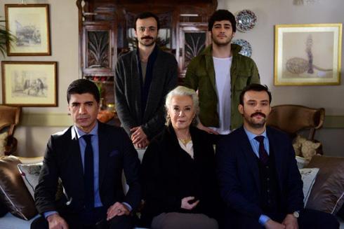 """הסדרה בכלל לא מצטלמת בבורסה, אלא באיסטנבול, שם הוקמה """"אחוזת בוראן""""  (צילום: באדיבות ערוץ ויוה)"""