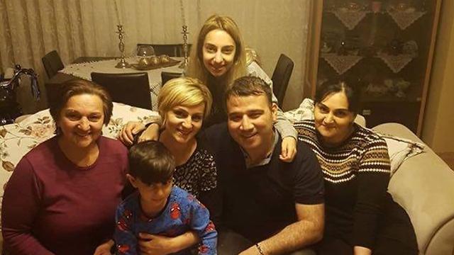 אמיל אורחן ואחיותיו ()