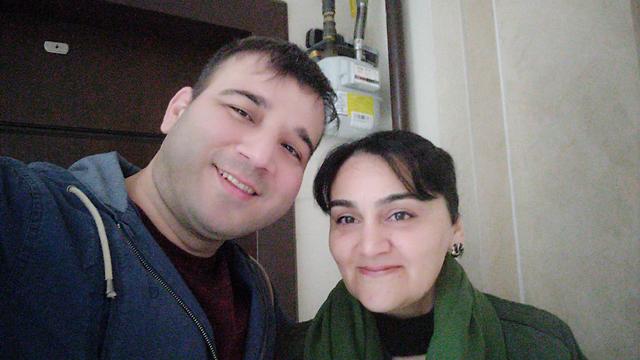 אמיל אורחן ואחותו התאומה   ()