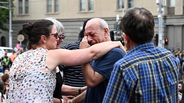 סעיד מסארוה באירוע זיכרון המוני לביתו הישראלית איה מסארוה שנרצחה באוסטרליה (צילום: AFP)