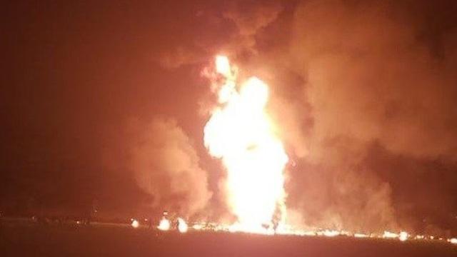אש בוערת מצינור הדלק (מהרשתות החברתיות)