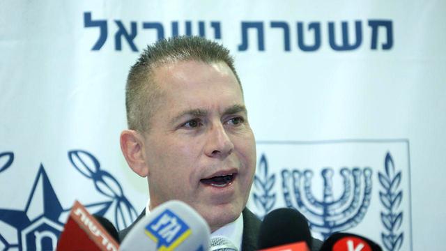 השר לביטחון פנים גלעד ארדן בהשקת מצלמת הגוף החדשה של משטרת ישראל  (צילום: מוטי קמחי)