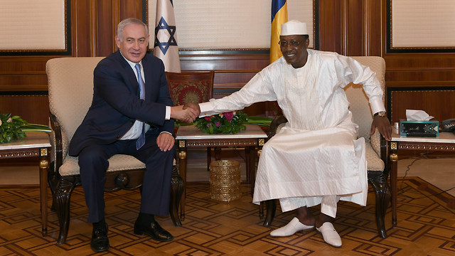 Benjamin Netanyahu and Chad President Idriss Deby (Photo: GPO)
