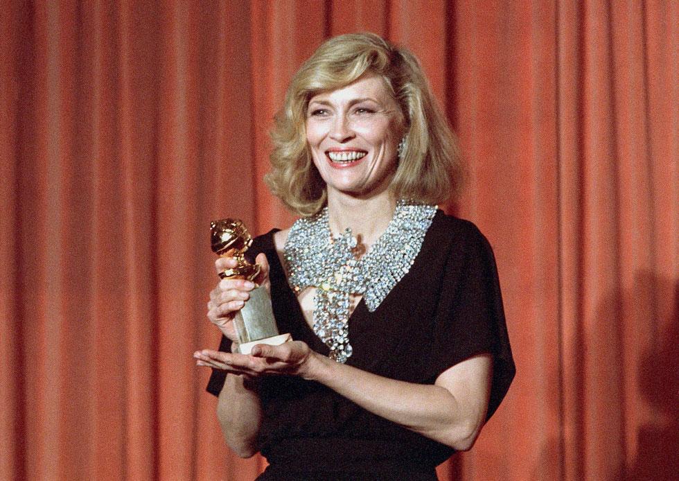 חיוך כובש. פיי דאנאוויי זוכה בפרס גלובוס הזהב, 1985 (צילום: AP)