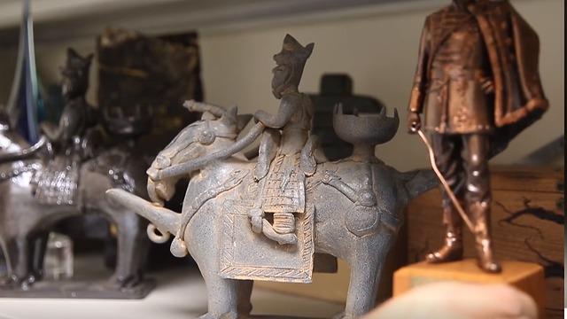 פסלונים (צילום: עמית שאבי)