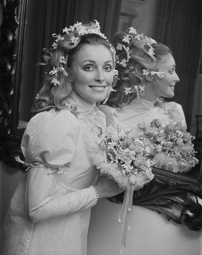 שמלת הכלה נמכרה במכירה פומבית בניו יורק בנובמבר האחרון. שרון טייט בחתונתה עם רומן פולנסקי (צילום: John Downing/GettyimagesIL)