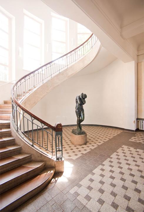 גרם המדרגות המרהיב באוניברסיטת הבאוהאוס בוויימאר, שבה הכל קרה (צילום: לשכת התיירות של תורינגיה)