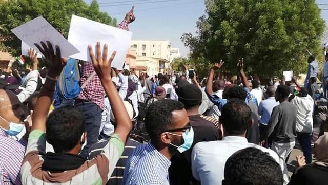 סודן הפגנות נגד רודן עומר אל באשיר עומאר אל בשיר (צילום: AP)