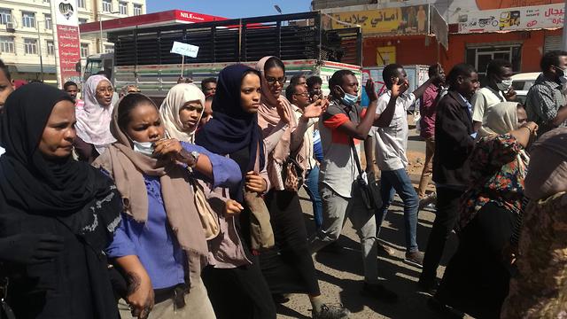 סודן הפגנות נגד רודן עומר אל באשיר עומאר אל בשיר (צילום: AFP)
