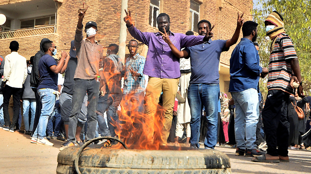 סודן הפגנות נגד רודן עומר אל באשיר עומאר אל בשיר (צילום: רויטרס)