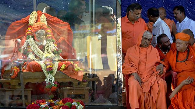 שיבקומארה סוואמי ה אלוהים ה מהלך מת בגיל 111 הודו (צילום: רויטרס)