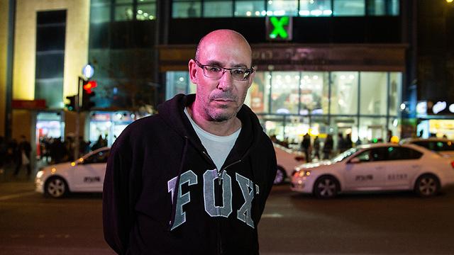 Asher Elmaliach, a year after the attack (Photo: Alex Kolomoisky)