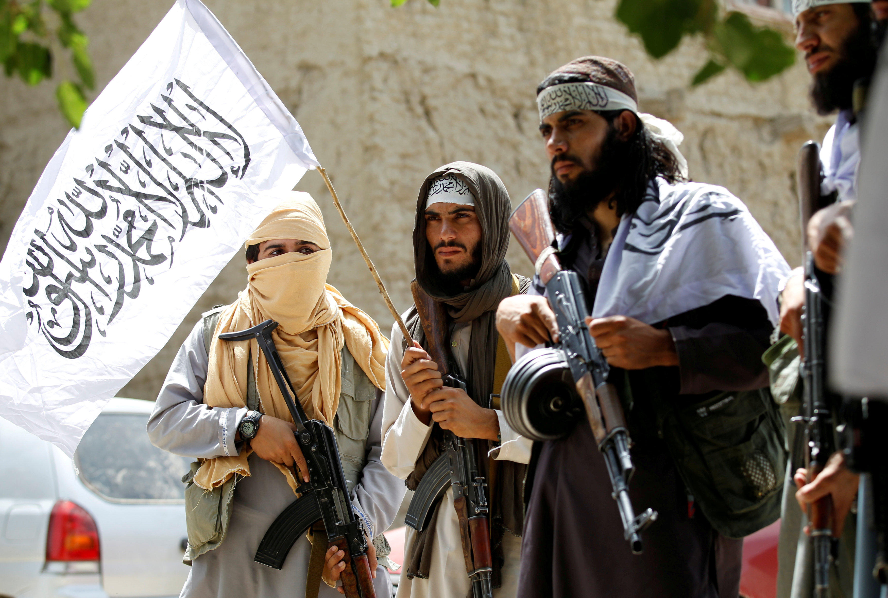 Taliban walk as they celebrate ceasefire in Ghanikhel district of Nangarhar province, Afghanistan June 16, 2018 (Photo: Reuters)