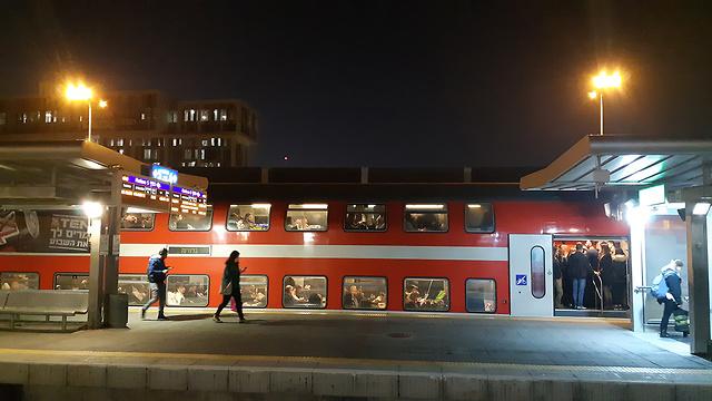 На железнодорожной станции. Фото: Амит Хубер