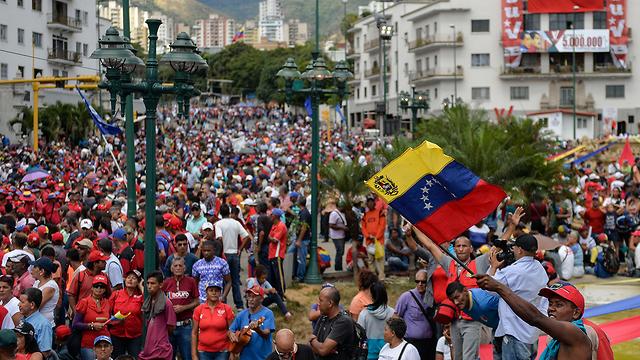 הפגנה תומכים של נשיא ונצואלה ניקולאס מדורו ב קראקס (צילום: AFP)