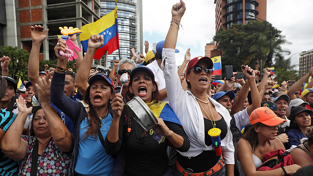 Supporters of Venezuelan opposition leader Guaido protest in Caracas (Photo: EPA)